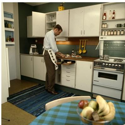 KÖKETS HISTORIA man lagar mat